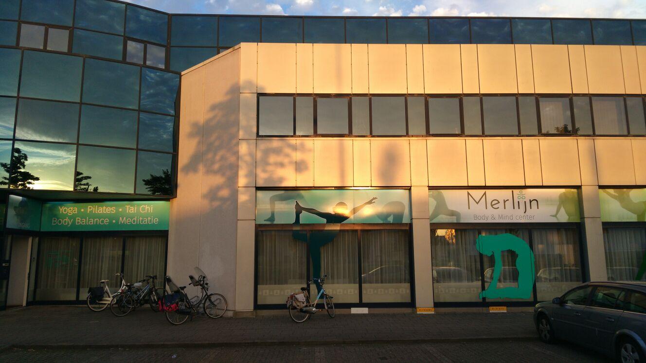 De buitenkant van Merlijn Body & Mind Center waar de mindfulnesstraining in Delft wordt gegeven.